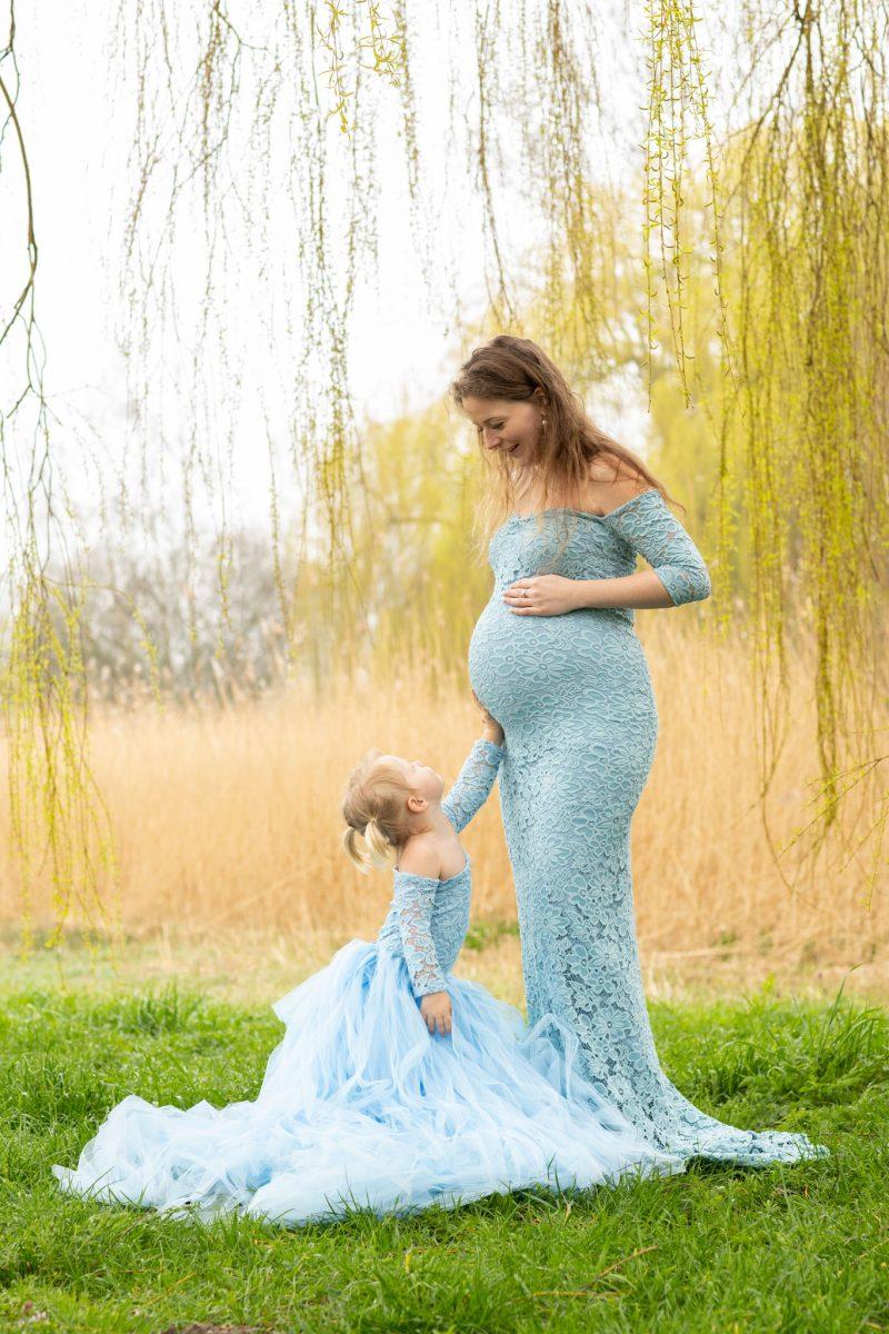 Matchende jurk met je dochter tijdens je zwangerschap